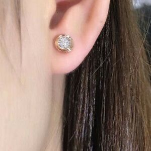 New 18k gold plated stud earrings